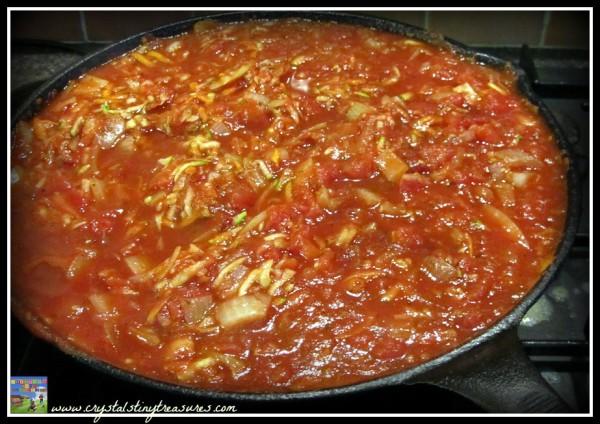 Pasta sauce with zucchini