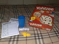 200px-Yahtzee_components