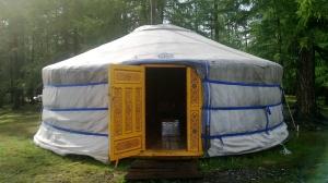 Mongolian_yurt2013