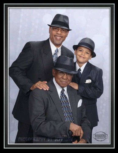 What to gift my father-in-law? – a very special photo shoot with his son and grandson: three generations going strong.