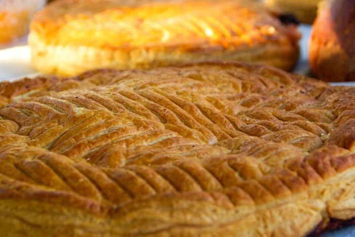 Do you recognize this special cake? Learn all about how Epiphany Day is celebrated in France