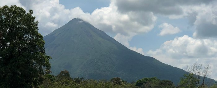 10 fun facts about Costa Rica | Volcano