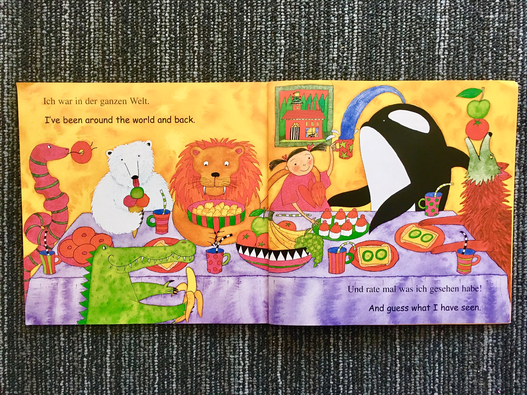 Page from bilingual children's book Walking Through the Jungle