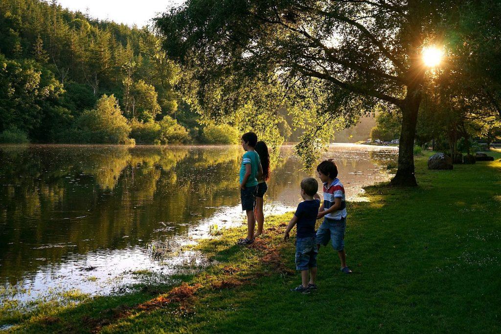 Children on a riverside | MKB