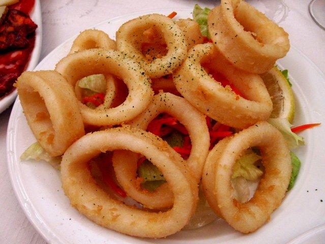 Fried calamari rings on plate