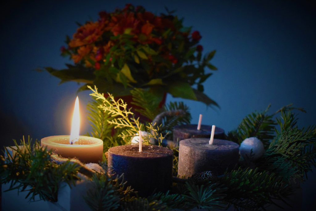 Image of Advent wreath with one candle lit