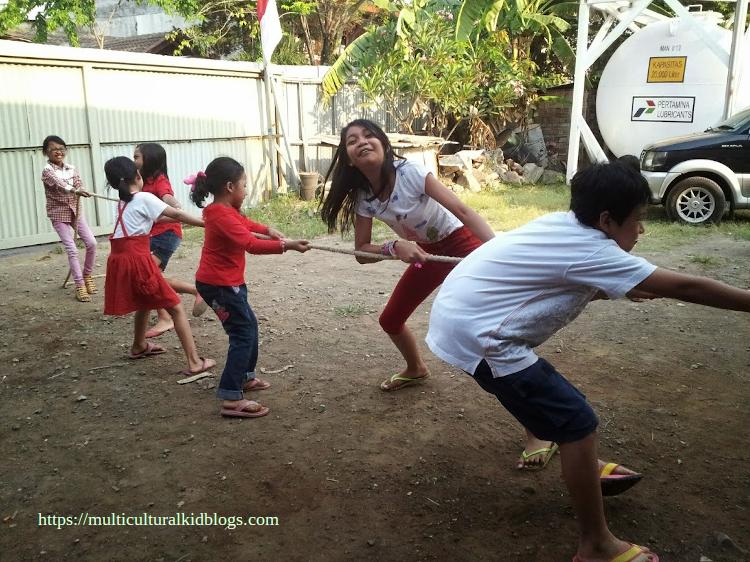 Kids playing Tarik Tambang