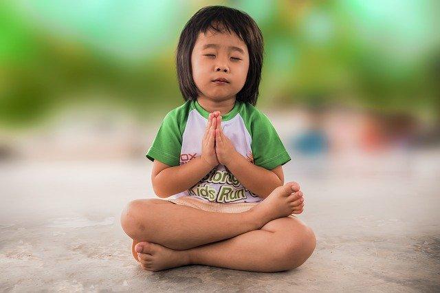 Child praying, the story behind Holi